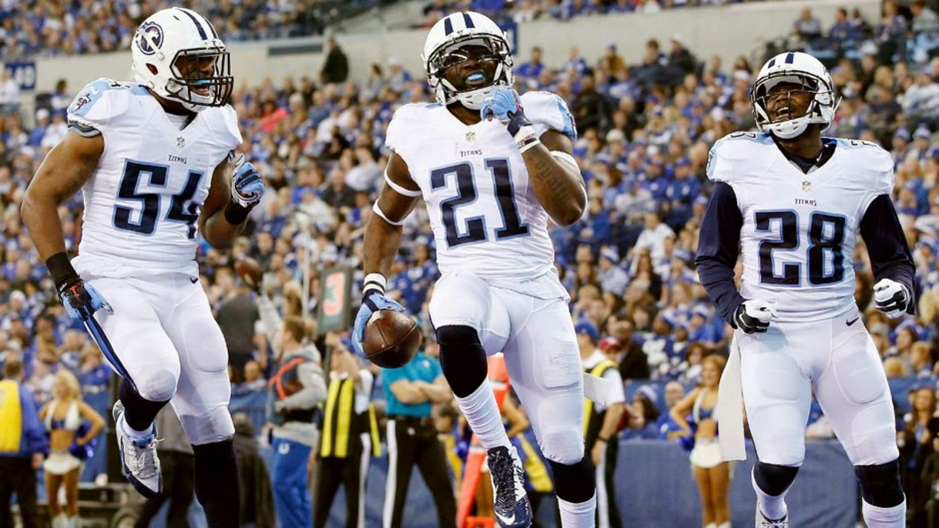 INDIANAPOLIS, IN - JANUARY 03: Da'Norris Searcy #21 of the Tennessee Titans celebrates after making an interception against the Indianapolis Colts at Lucas Oil Stadium on January 3, 2016 in Indianapolis, Indiana. (Photo by Joe Robbins/Getty Images)
