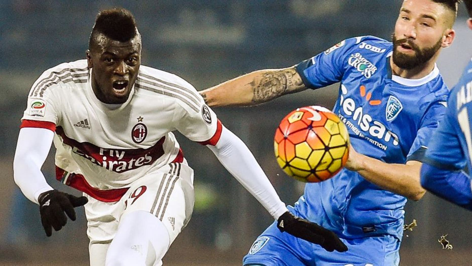 """AC Milan's forward from France Mbaye Niang (L) fights for the ball with Empoli's defender from Italy Lorenzo Tonelli during their Italian Serie A football match Empoli vs AC Milan, on January 23, 2016 at Empoli's """"Carlo Castellani"""" comunal stadium. / AFP / ANDREAS SOLARO (Photo credit should read ANDREAS SOLARO/AFP/Getty Images)"""