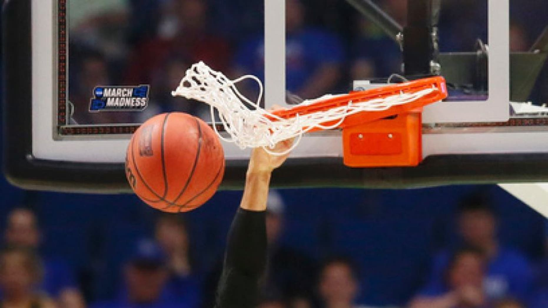 Baylor guard Ishmail Wainright (24) dunks during the first half of a second-round game against Southern California during the NCAA men's college basketball tournament in Tulsa, Okla., Sunday, March 19, 2017. (AP Photo/Sue Ogrocki)