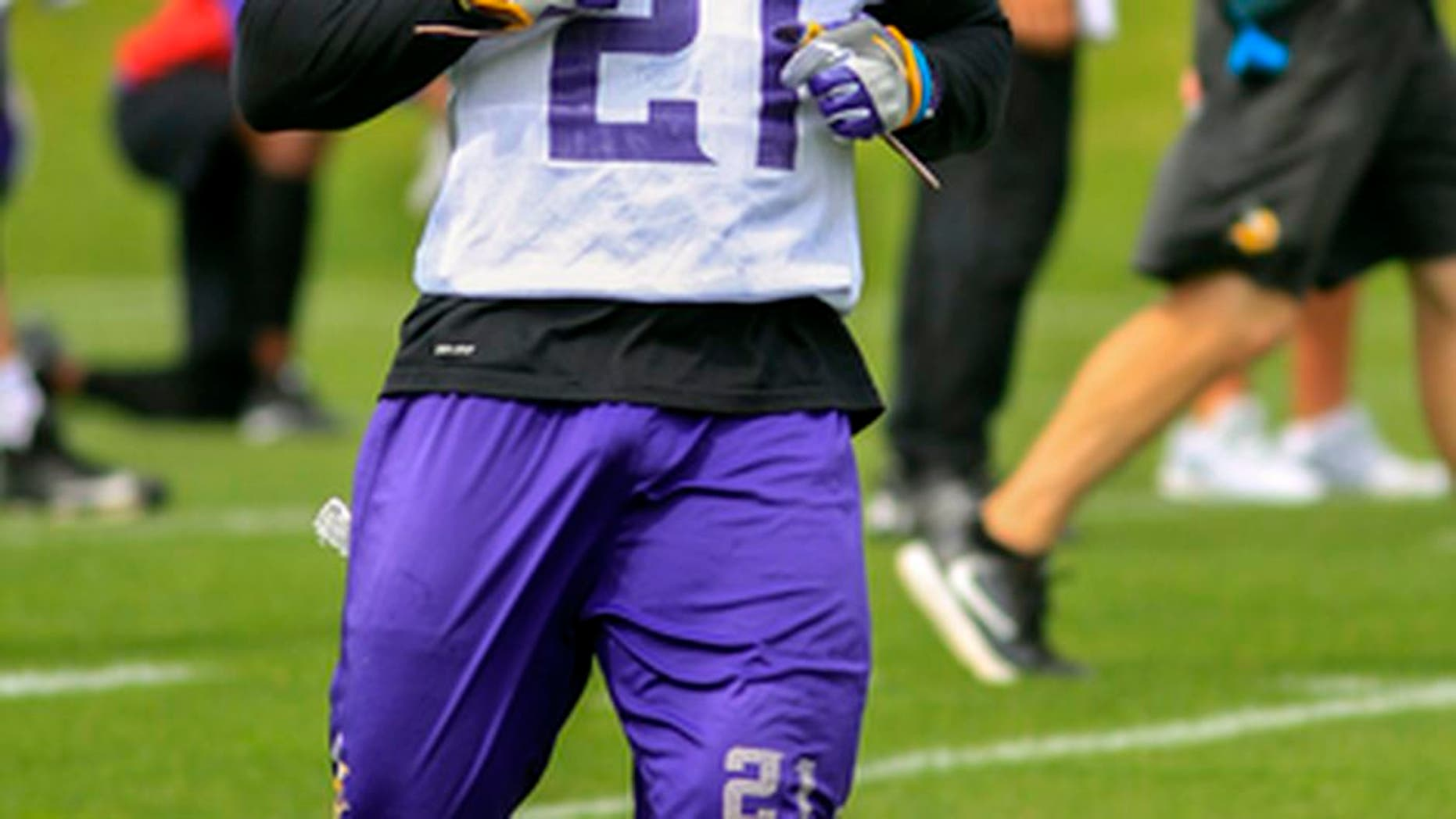 Minnesota Vikings running back Jerick McKinnon runs during NFL football practice Tuesday, June 13, 2017, in Eden Prairie, Minn.(AP Photo/Andy Clayton-King)
