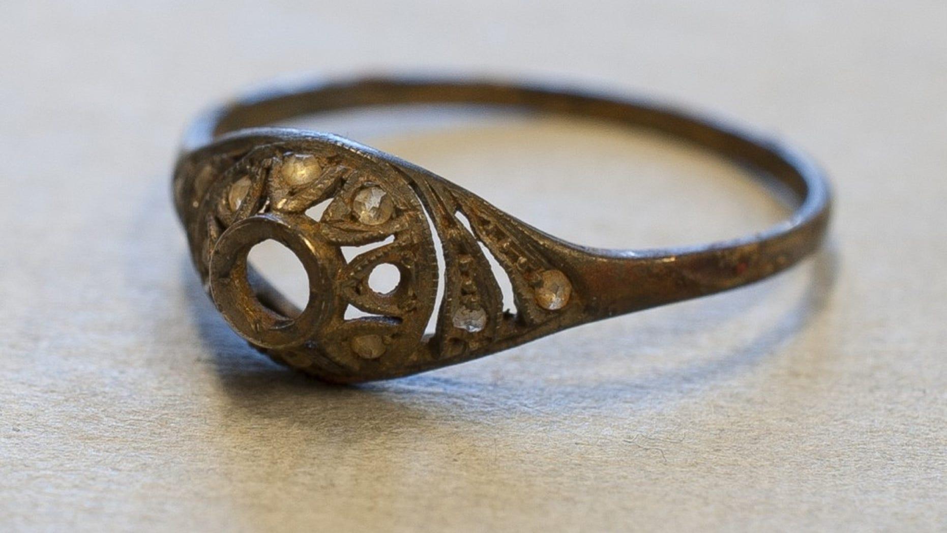 The gold ring. (Marcin Inglot)