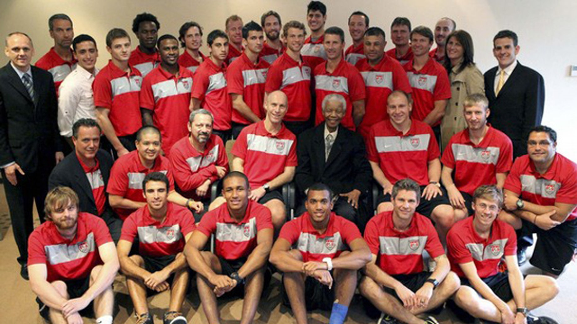 The U.S. mens national soccer team pose for a group picture with former Sou0th African President Nelson Mandela (C) at his office in Houghton, Johannesburg, November 18, 210.
