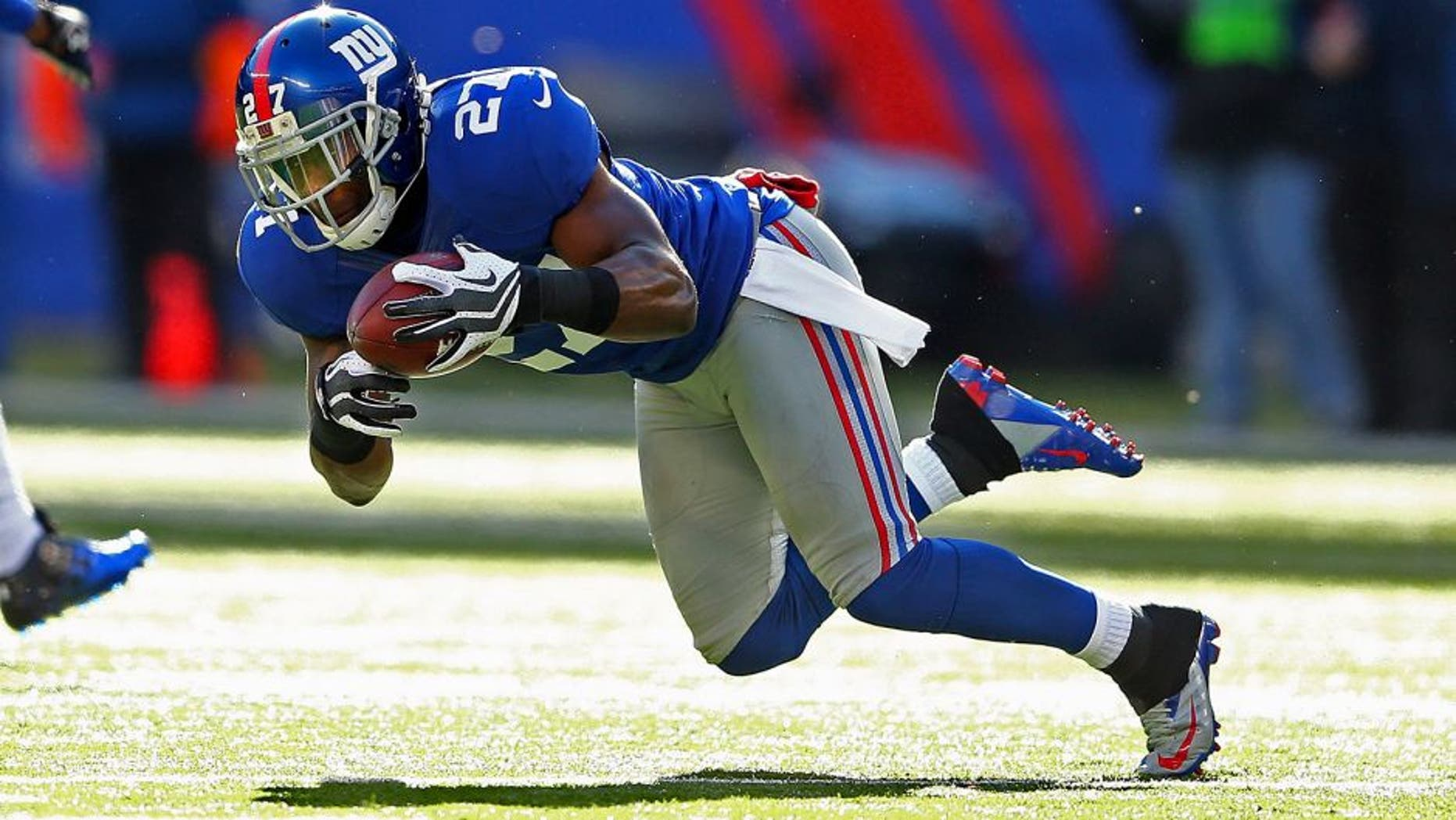 EAST RUTHERFORD, NJ - DECEMBER 30: Stevie Brown #27 of the New York Giants intercepts the ball against the Philadelphia Eagles during their game against the at MetLife Stadium on December 30, 2012 in East Rutherford, New Jersey. (Photo by Al Bello/Getty Images)