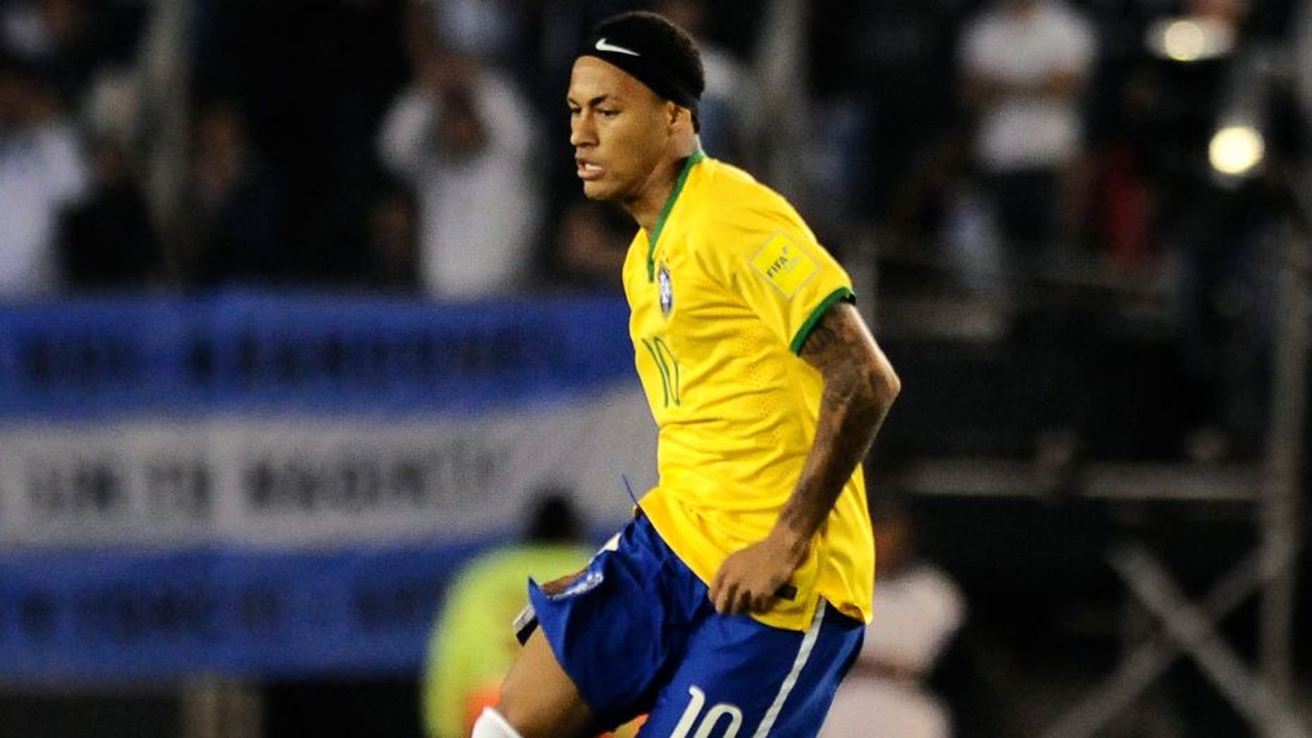BUENOS AIRES, ARGENTINA - NOVEMBER 13: Neymar Jr of Brazil plays the ball during a match between Argentina and Brazil as part of FIFA 2018 World Cup Qualifiers at Monumental Antonio Vespucio Liberti Stadium on November 13, 2015 in Buenos Aires, Argentina. (Photo by Amilcar Orfali/LatinContent/Getty Images)
