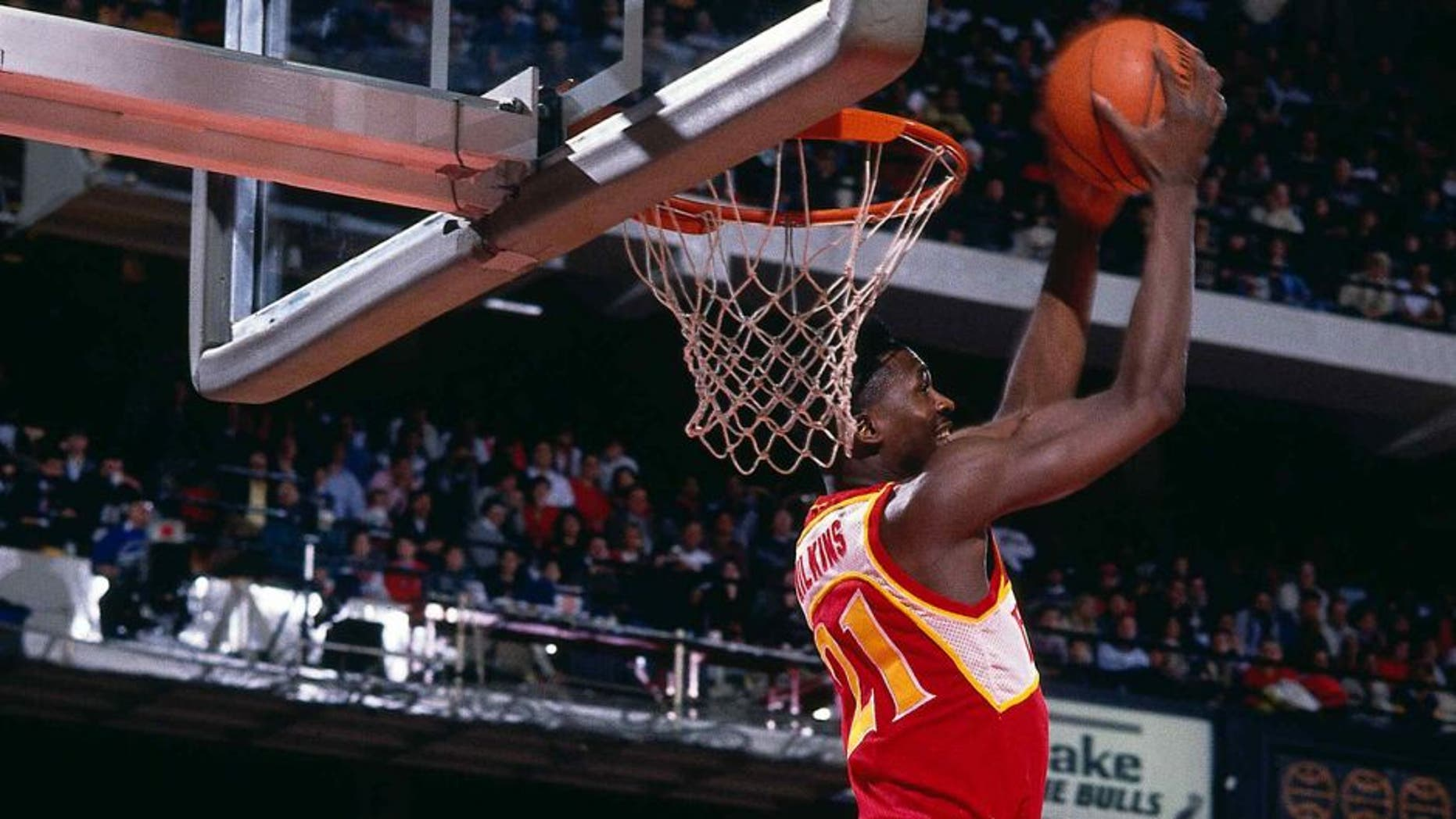 DALLAS - FEBRUARY 9: Dominique Wilkins #21 of the Atlanta Hawks dunks during the Gatorade Slam Dunk Championship during the 1986 NBA All-Star Weekend on February 9, 1986 in Dallas, Texas. NOTE TO USER: User expressly acknowledges and agrees that, by downloading and or using this photograph, User is consenting to the terms and conditions of the Getty Images License Agreement. Mandatory Copyright Notice: Copyright 1986 NBAE (Photo by Andrew D. Bernstein/NBAE via Getty Images)