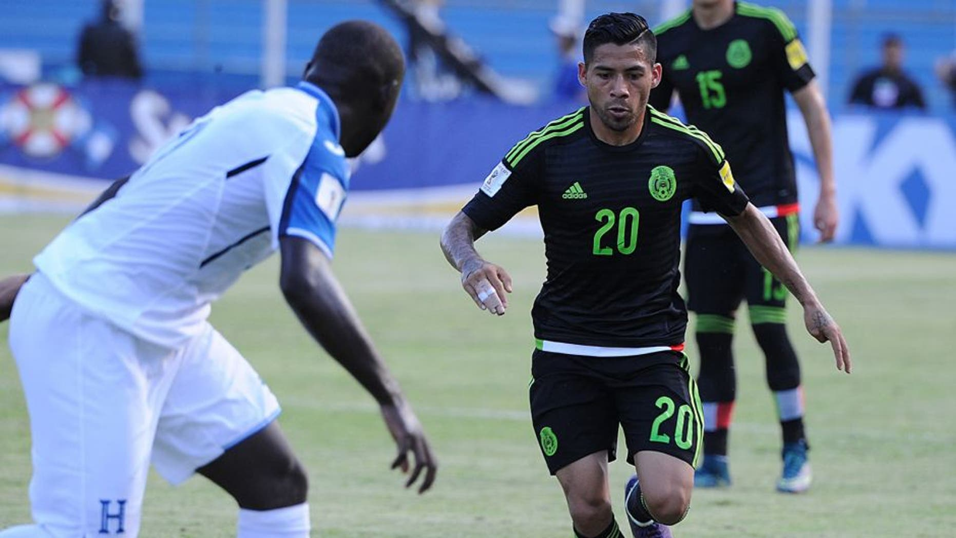 Honduras' Wilmer Crisanto (L) and Mexico's Javier Aquino vie for the ball during the Russia 2018 FIFA World Cup Concacaf Qualifiers football match, in San Pedro Sula, on November 17, 2015. AFP PHOTO / ORLANDO SIERRA (Photo credit should read ORLANDO SIERRA/AFP/Getty Images)