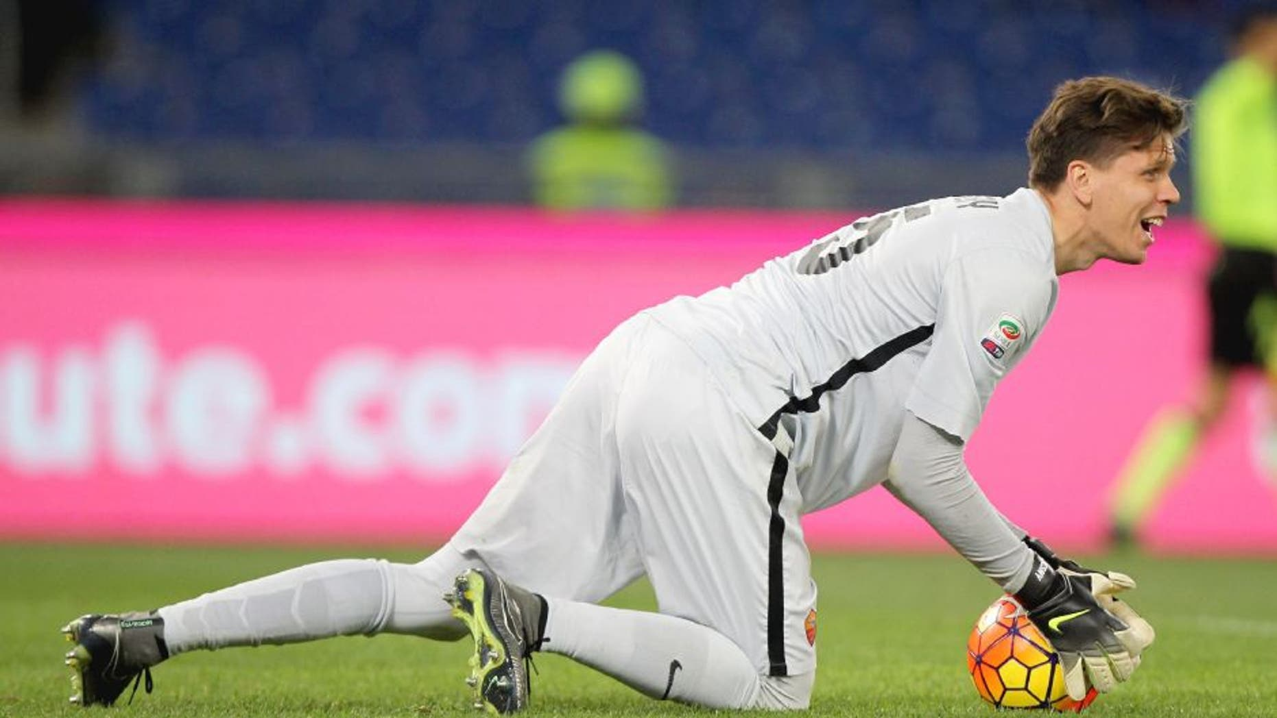 ROME, ITALY - FEBRUARY 07: AS Roma goalkeeper Wojchiech Szczesny in action during the Serie A match between AS Roma and UC Sampdoria at Stadio Olimpico on February 7, 2016 in Rome, Italy. (Photo by Paolo Bruno/Getty Images)