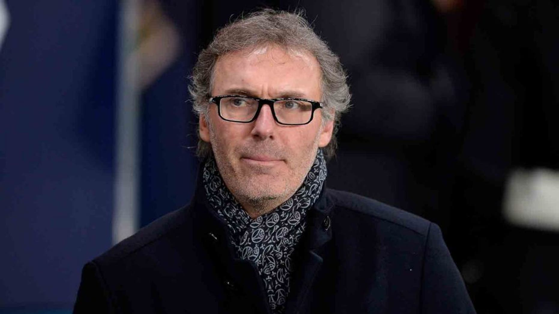 PARIS, FRANCE - JANUARY 19: Paris Saint-Germain Head Coach Laurent Blanc reacts as the teams enters the field for the French Cup game between Paris Saint-Germain and Toulouse FC at Parc des Princes on January 19, 2016 in Paris, France. (Photo by Aurelien Meunier/Getty Images)
