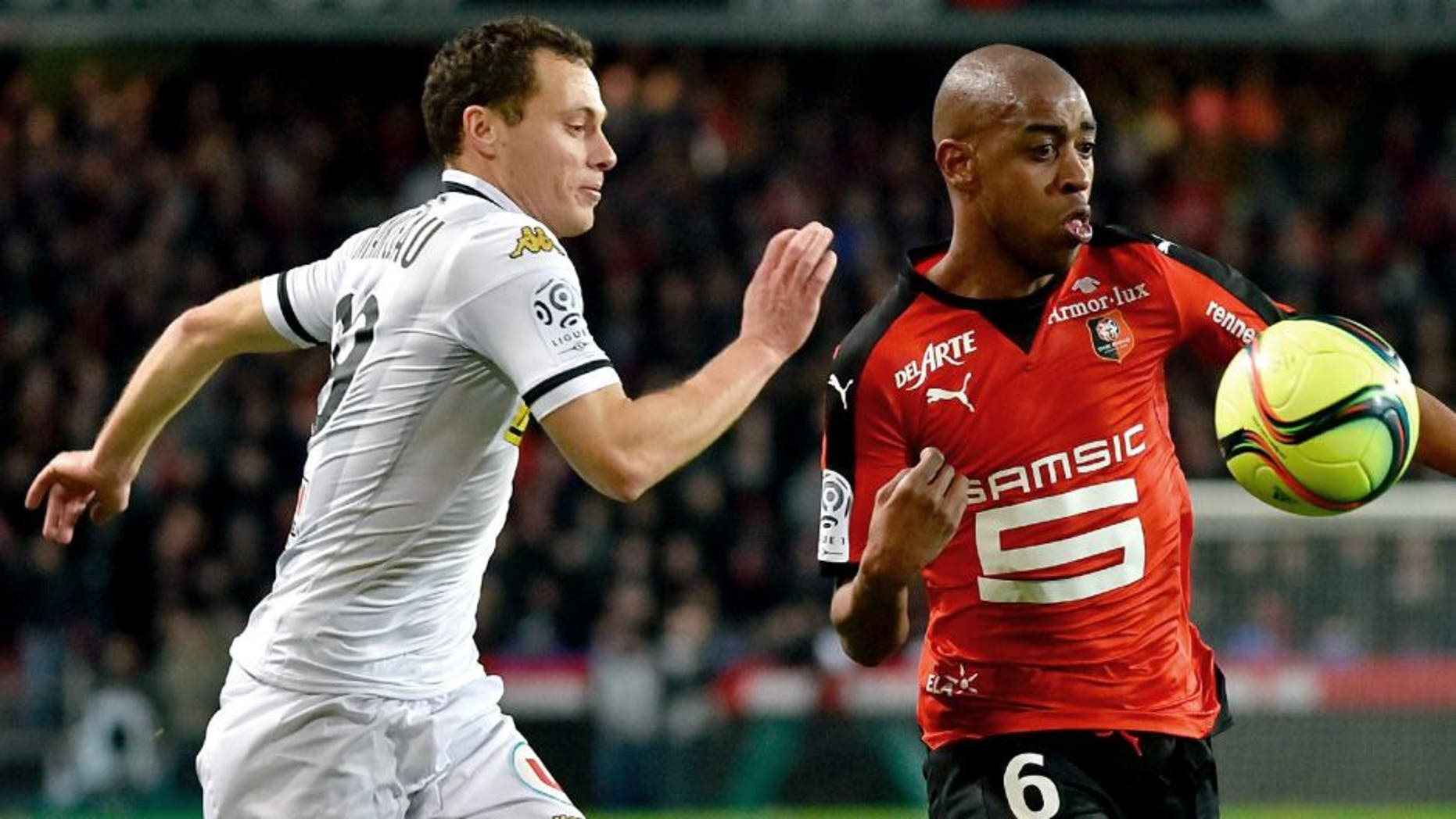 Angers' French midfielder Vincent Manceau (L) fights for the ball with Rennes' Cape Verdean midfielder Gelson Fernandes (R) during the French L1 football match Rennes vs Angers at the Roazhon Park stadium on February 12, 2016 in Rennes, western France. AFP PHOTO / LOIC VENANCE / AFP / LOIC VENANCE (Photo credit should read LOIC VENANCE/AFP/Getty Images)
