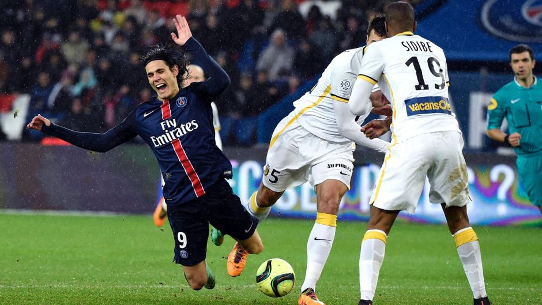 Paris Saint-Germain's Uruguayan forward Edinson Cavani (L) falls after being tackled by is tackled by Lille's Argentinian defender Renato Civelli (2nd R) during the French L1 football match between Paris Saint-Germain (PSG) and Lille (LOSC) at the Parc des Princes stadium in Paris, on February 13, 2016. AFP PHOTO / MIGUEL MEDINA / AFP / MIGUEL MEDINA (Photo credit should read MIGUEL MEDINA/AFP/Getty Images)