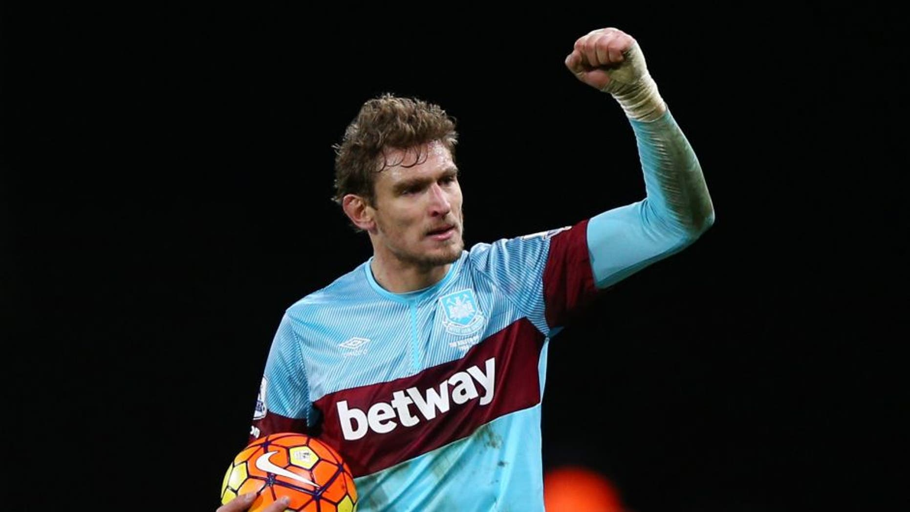 BOURNEMOUTH, ENGLAND - JANUARY 12: Nikica Jelavic of West Ham United celebrates victory after the Barclays Premier League match between A.F.C. Bournemouth and West Ham United at Vitality Stadium on January 12, 2016 in Bournemouth, England. (Photo by Ian Walton/Getty Images)