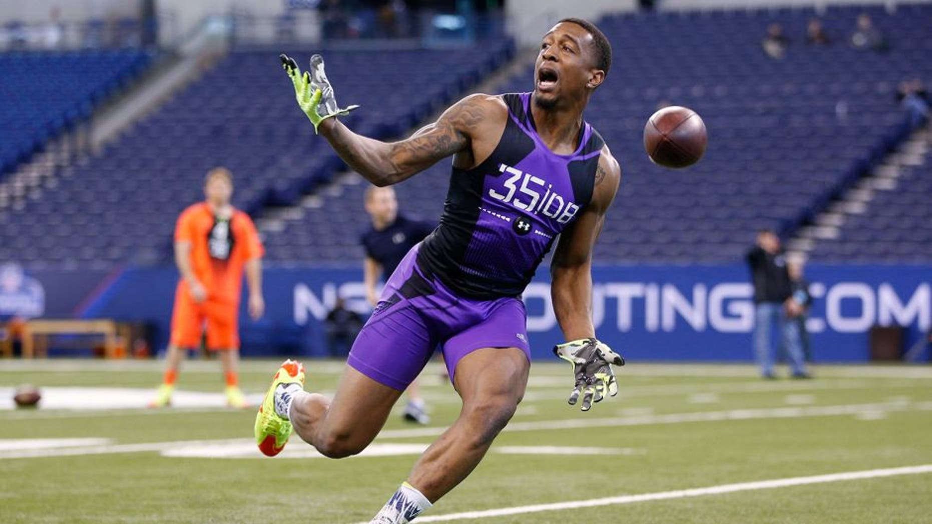 INDIANAPOLIS, IN - FEBRUARY 23: Defensive back Garry Peters of Clemson in action during the 2015 NFL Scouting Combine at Lucas Oil Stadium on February 23, 2015 in Indianapolis, Indiana. (Photo by Joe Robbins/Getty Images)