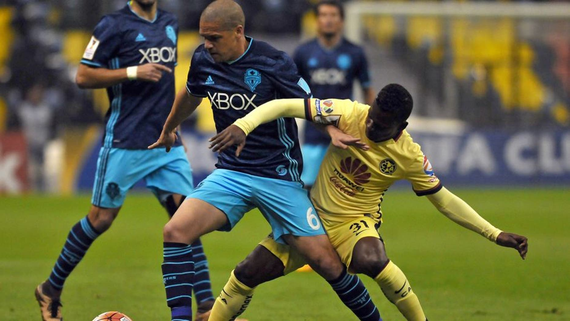 Darwin Quintero (R) of Mexican club America vies the ball with Osvaldo Alonso of US Seattle Sounders during their CONCACAF Champions League quarterfinal football match at the Azteca stadium on March 2, 2016, in Mexico city. AFP PHOTO/MARIA CALLS / AFP / MARIA CALLS (Photo credit should read MARIA CALLS/AFP/Getty Images)