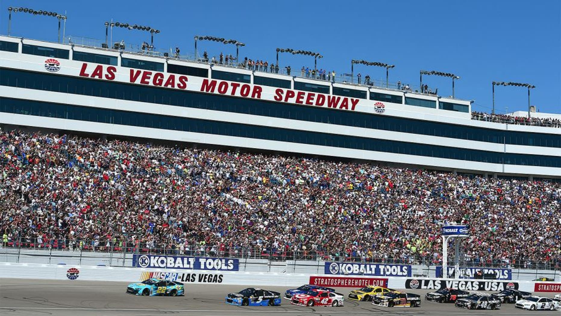 LAS VEGAS, NV - MARCH 08: General view as Joey Logano, driver of the #22 Pennzoil Platinum Ford, and Kasey Kahne, driver of the #5 Time Warner Cable Chevrolet, lead the field to start the NASCAR Sprint Cup Series Kobalt 400 at Las Vegas Motor Speedway on March 8, 2015 in Las Vegas, Nevada. (Photo by Robert Laberge/Getty Images)
