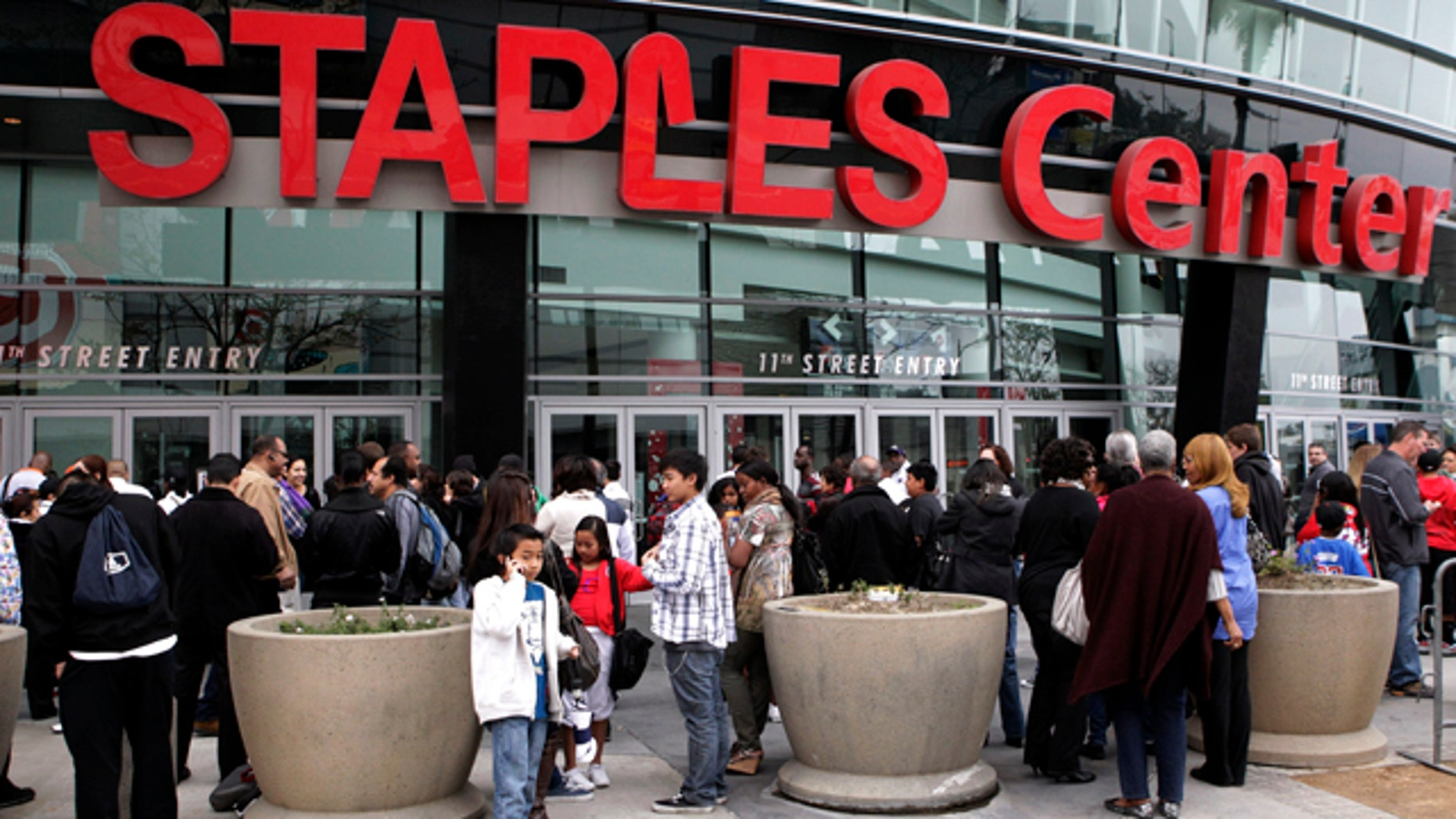 Basketball fans wait outside Staples Center before an NBA basketball game between Los Angeles Clippers and the Cleveland Cavaliers in Los Angeles, Saturday, March 19, 2011. Police engaged in a roughly 20-minute standoff with a knife-wielding man on the floor of Los Angeles' Staples Center. (AP Photo)