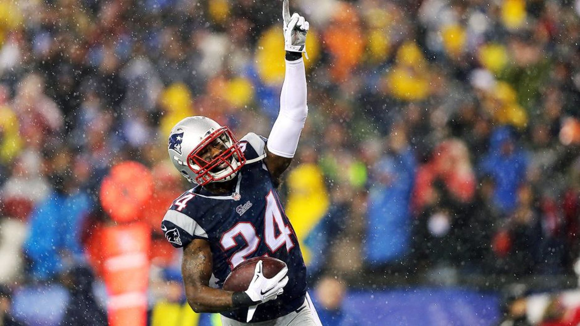 FOXBORO, MA - JANUARY 18: Darrelle Revis #24 of the New England Patriots celebrates after an interception in the third quarter against the Indianapolis Colts of the 2015 AFC Championship Game at Gillette Stadium on January 18, 2015 in Foxboro, Massachusetts. (Photo by Elsa/Getty Images)