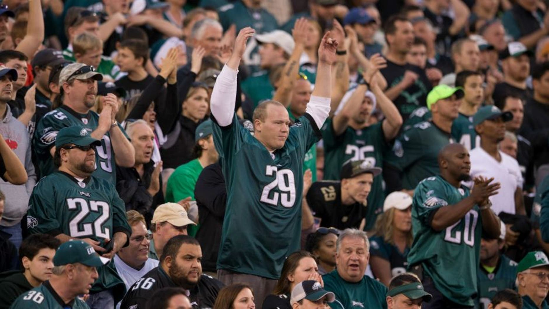 PHILADELPHIA, PA - DECEMBER 13: Philadelphia Eagles fans react during the game against the Buffalo Bills on December 13, 2015 at the Lincoln Financial Field in Philadelphia, Pennsylvania. (Photo by Mitchell Leff/Getty Images)