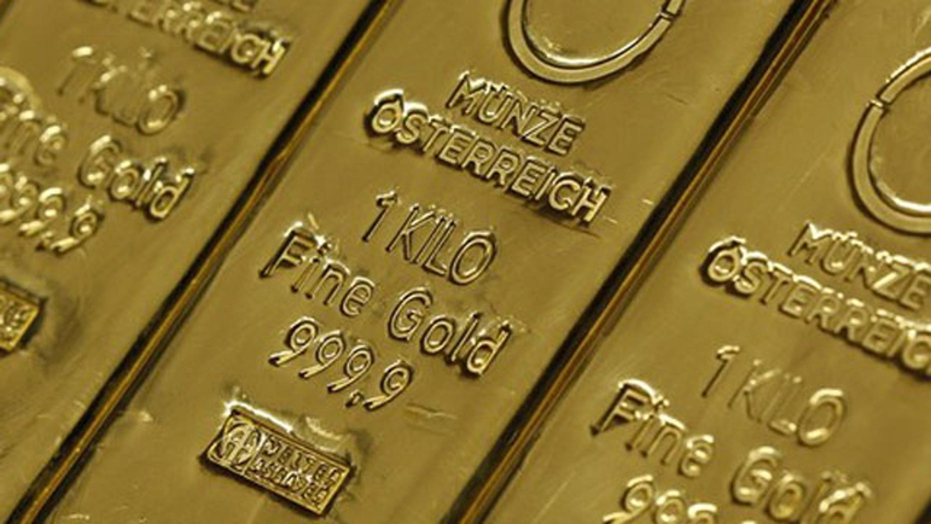 Gold bars are pictured at Muenze Oesterreich (Austrian national mint) in Vienna in this February 17, 2011 file photo.  Spot gold  hit a record high of $1,488.50 an ounce on April 18, 2011, on concern about rising inflation.   REUTERS/Lisi Niesner/ Files  (AUSTRIA - Tags: BUSINESS)