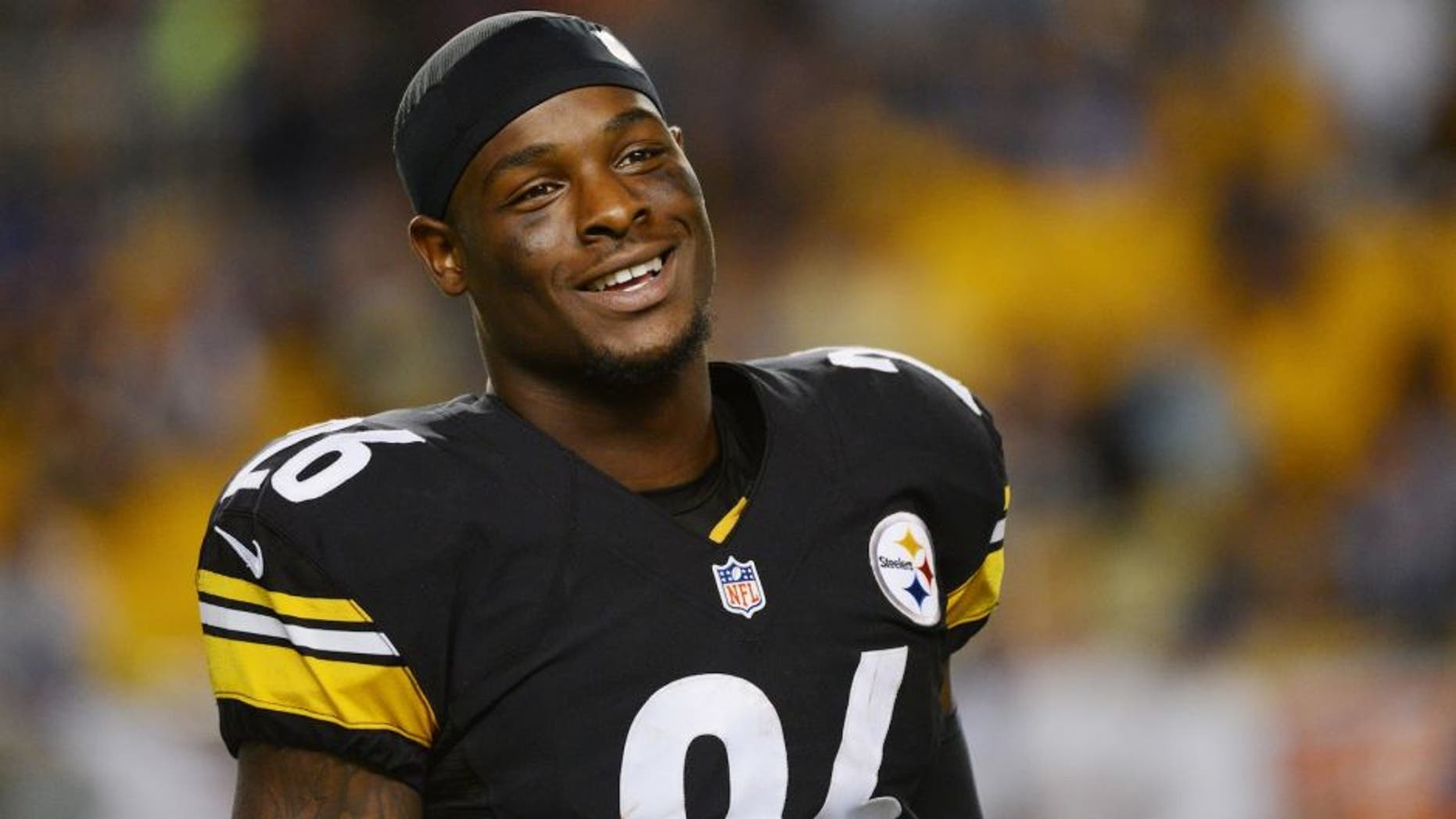 PITTSBURGH, PA - AUGUST 16: Running back Le'Veon Bell #26 of the Pittsburgh Steelers smiles as he looks on from the sideline during a preseason game against the Buffalo Bills at Heinz Field on August 16, 2014 in Pittsburgh, Pennsylvania. The Steelers defeated the Bills 19-16. (Photo by George Gojkovich/Getty Images) *** Local Caption *** Le'Veon Bell