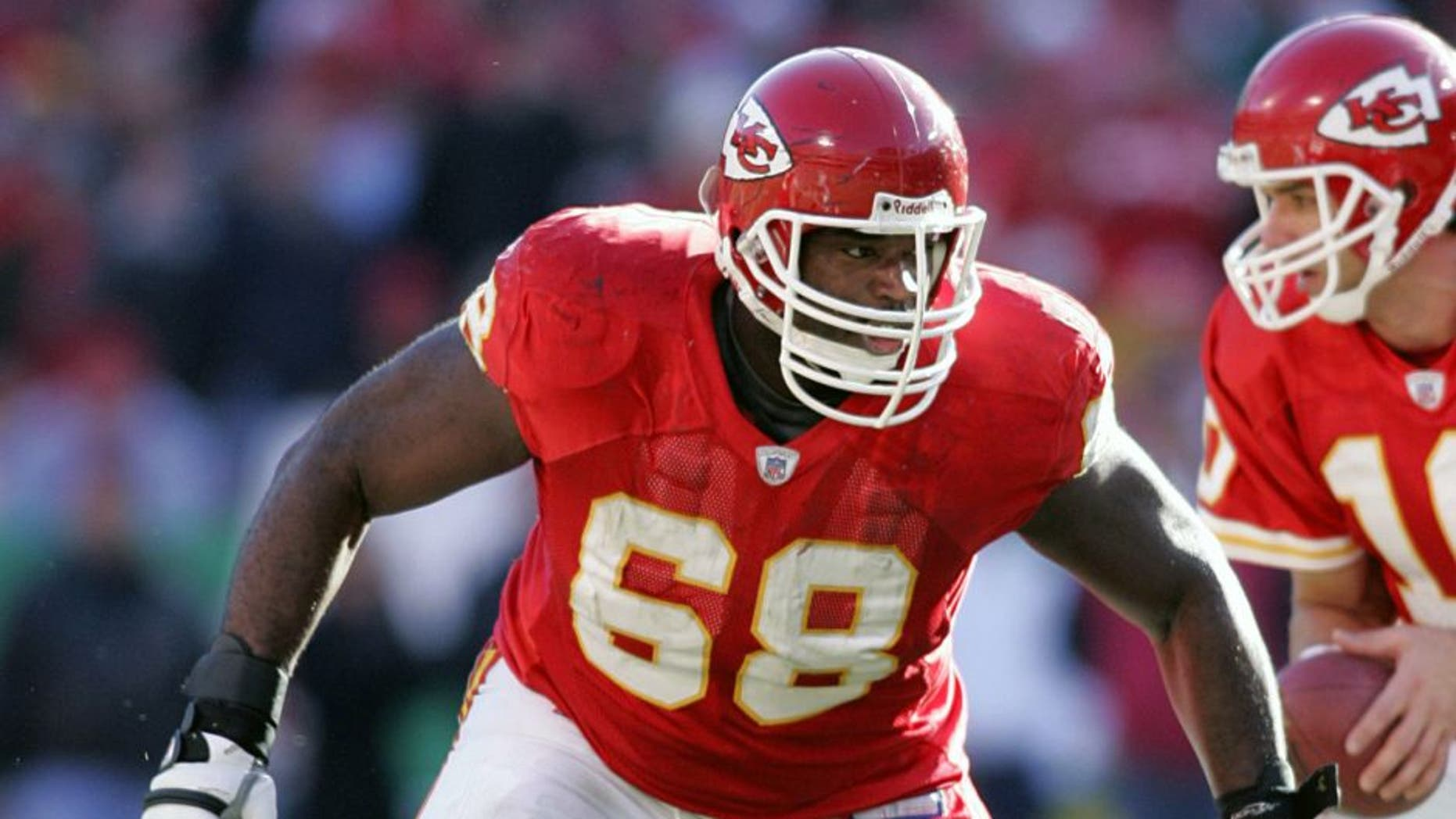 KANSAS CITY, MO - DECEMBER 10: Guard Will Shields #68 of the Kansas City Chiefs gets ready to block in a game against the Baltimore Ravens at Arrowhead Stadium on December 10, 2006 in Kansas City, Missouri. (Photo by Tim Umphrey/Getty Images)