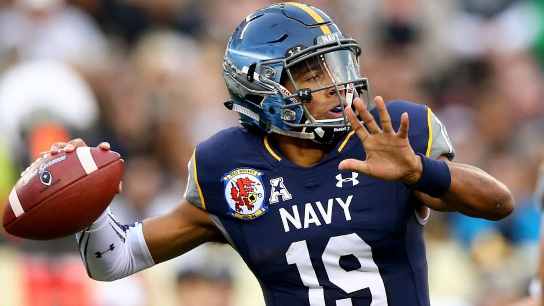 of the Navy Midshipmen of the Army Black Knights at Lincoln Financial Field on December 12, 2015 in Philadelphia, Pennsylvania.,PHILADELPHIA, PA - DECEMBER 12: Keenan Reynolds #19 of the Navy Midshipmen passes the ball in the first quarter against the Army Black Knights at Lincoln Financial Field on December 12, 2015 in Philadelphia, Pennsylvania. (Photo by Elsa/Getty Images)