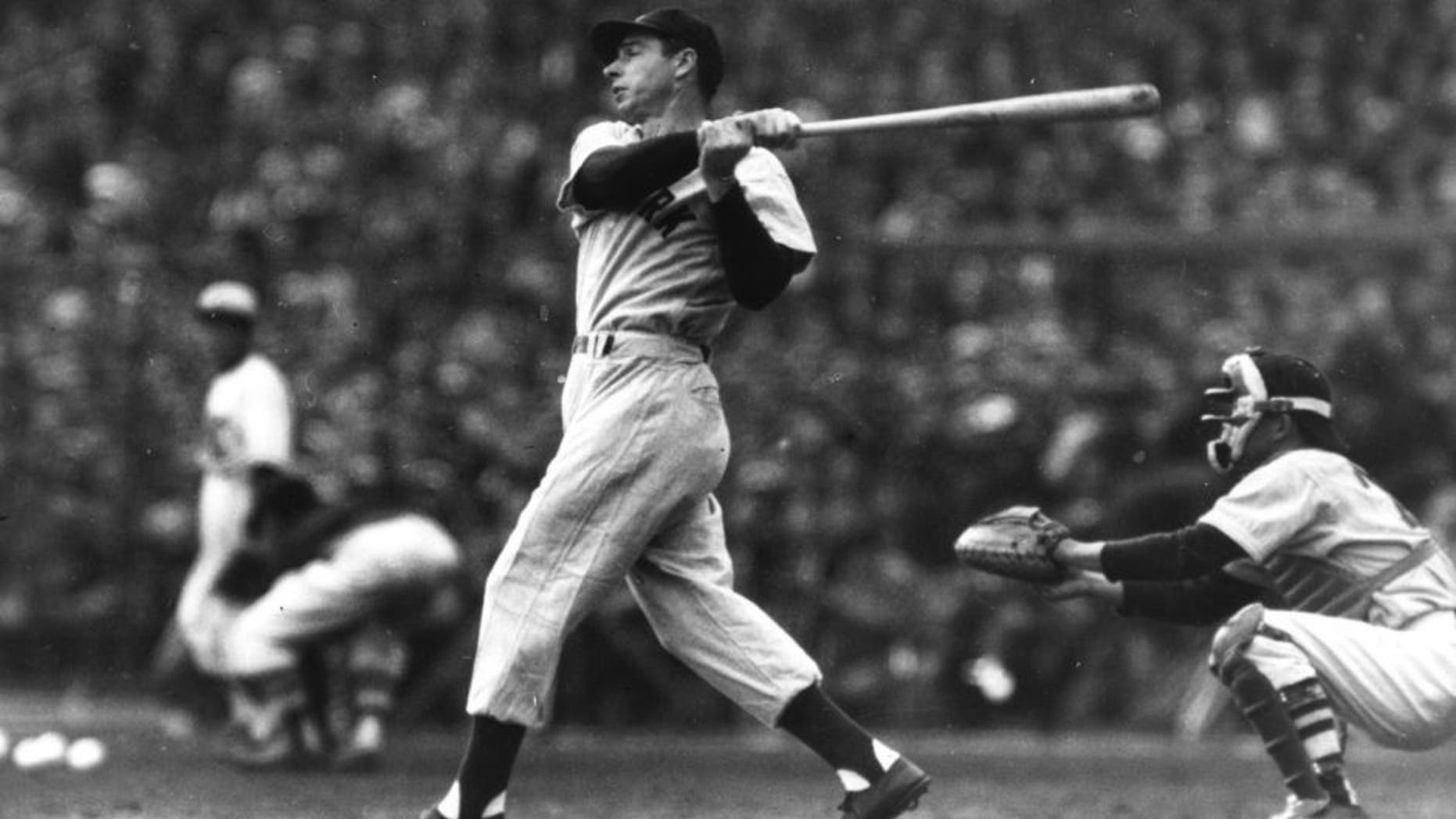 New York Yankees Joe DiMaggio in Japan in 1950. (TSN Archives.)