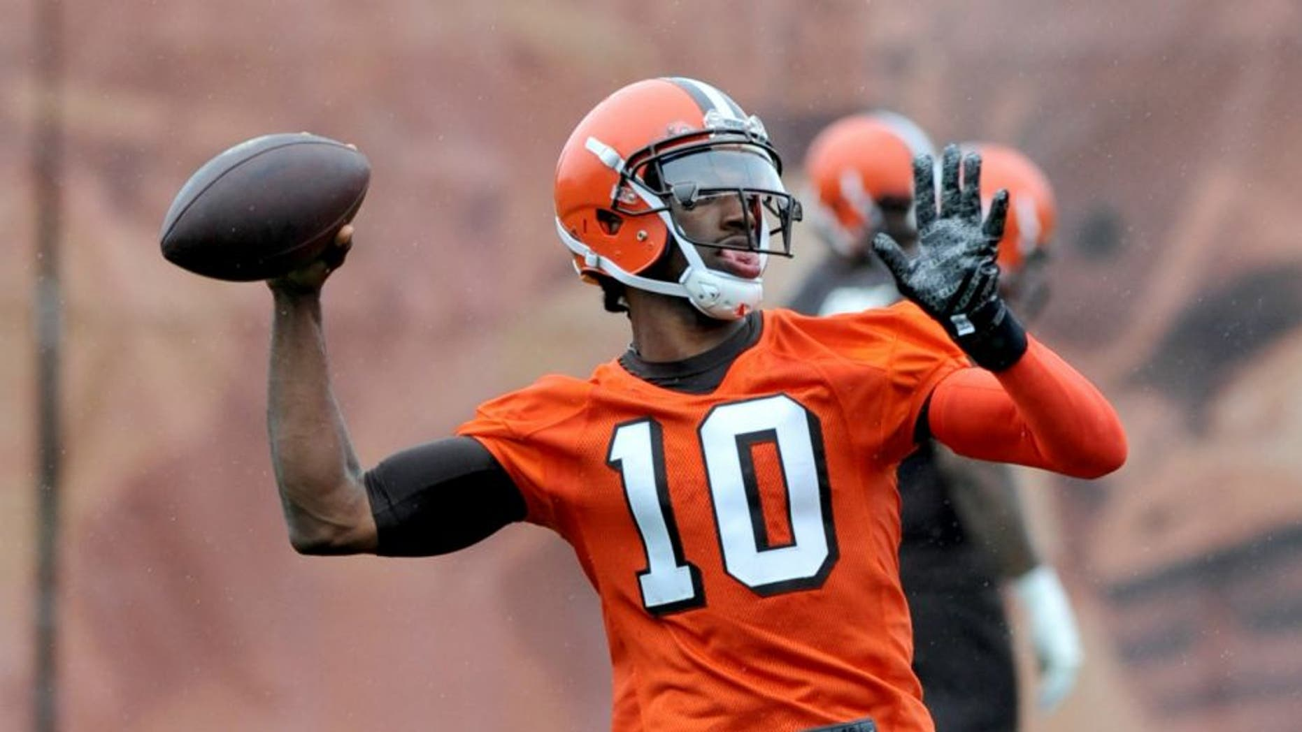 BEREA, OH - APRIL 21, 2016: Quarterback Robert Griffin III #10 of the Cleveland Browns throws a pass during a voluntary minicamp on April 21, 2016 at the Cleveland Browns training facility in Berea, Ohio. (Photo by Nick Cammett/Diamond Images/Getty Images) *** Local Caption *** Robert Griffin III
