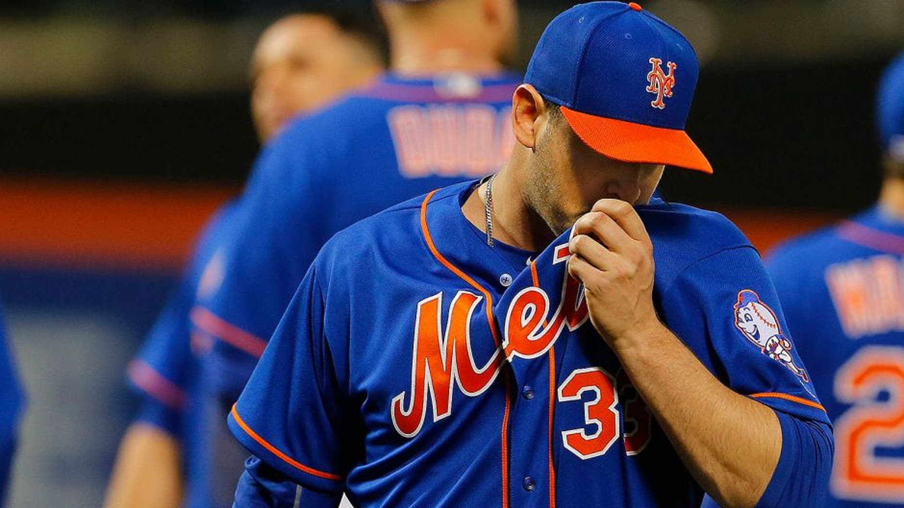 NEW YORK, NY - MAY 19: Pitcher Matt Harvey #33 of the New York Mets walks off the mound after being relieved during the third inning of a game against the Washington Nationals at Citi Field on May 19, 2016 in the Flushing neighborhood of the Queens borough of New York City. (Photo by Rich Schultz/Getty Images)