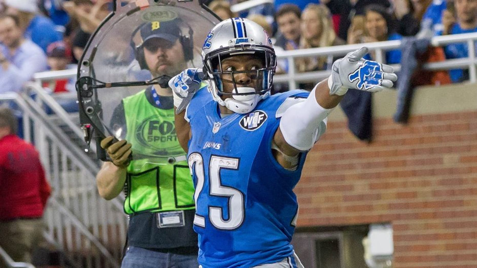 DETROIT, MI - DECEMBER 27: Theo Riddick #25 of the Detroit Lions points down field after getting a first down during an NFL game against the San Francisco 49ers at Ford Field on December 27, 2015 in Detroit, Michigan. The Lions defeated the 49ers 32-17. (Photo by Dave Reginek/Getty Images)