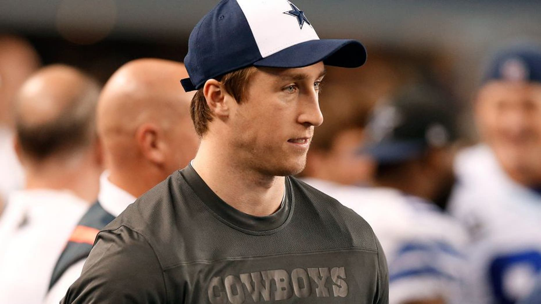 Dec 21, 2014; Arlington, TX, USA; Dallas Cowboys injured linebacker Sean Lee on the sidelines during the fourth quarter against the Indianapolis Colts at AT&T Stadium. Mandatory Credit: Matthew Emmons-USA TODAY Sports