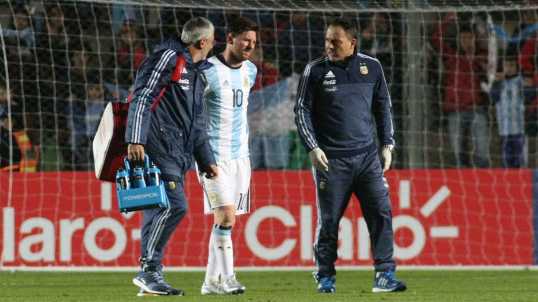 SAN JUAN, ARGENTINA- MAY 27: Lionel Messi of Argentina leaves the field after being injuried during an international friendly match between Argentina and Honduras at Bicentenario de San Juan Stadium on May 27, 2016 in San Juan, Argentina. (Photo by Marcos Carrizo/Anadolu Agency/Getty Images)