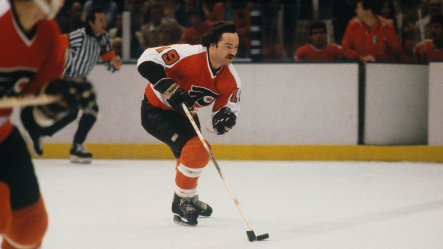 1980: Philadelphia Flyers' Rick MacLeish #19 skates with the puck. (Photo by Focus on Sport/Getty Images) *** Local Caption *** Rick MacLeish