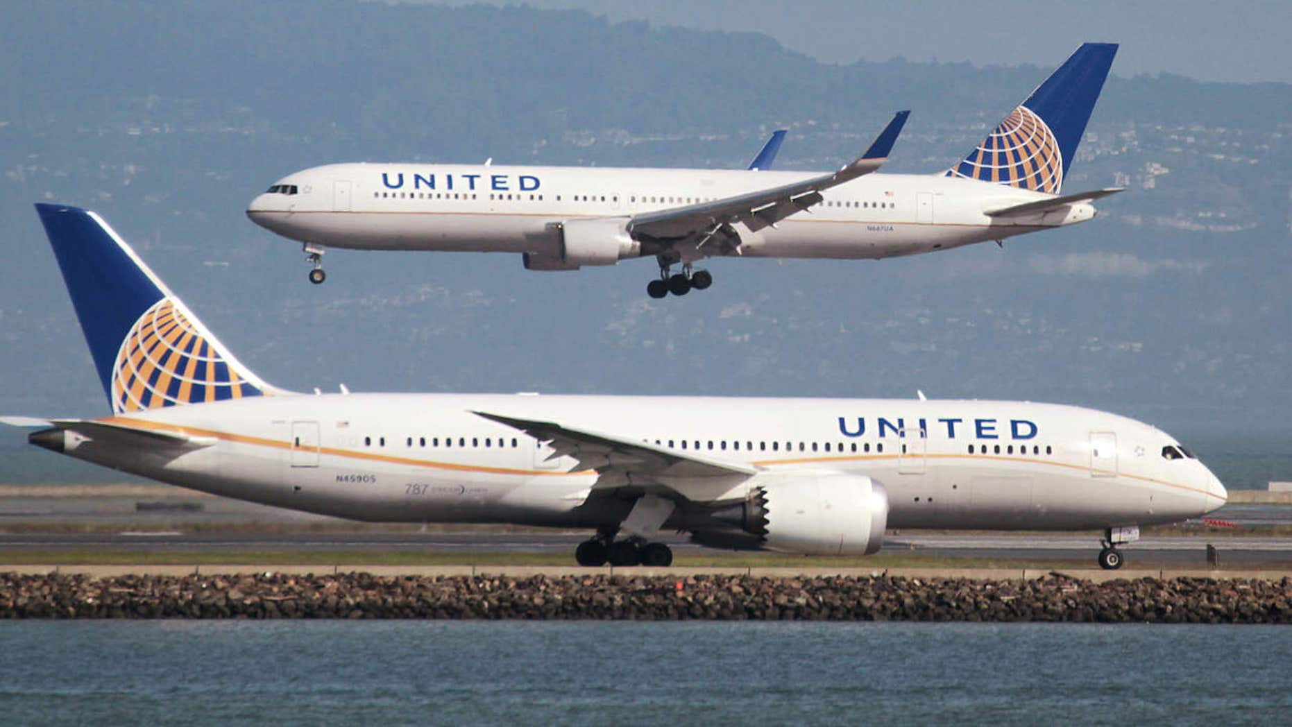 A United Airlines Boeing 787 taxis as a United Airlines Boeing 767 lands at San Francisco International Airport, San Francisco.
