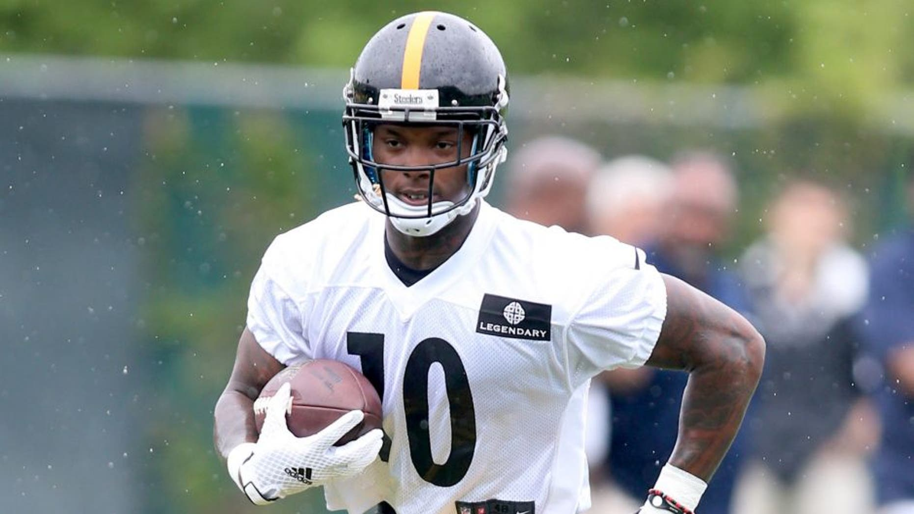 May 26, 2015; Pittsburgh, PA, USA; Pittsburgh Steelers wide receiver Martavis Bryant (10) participates in OTA drills at the UPMC Sports Performance Complex. Mandatory Credit: Charles LeClaire-USA TODAY Sports