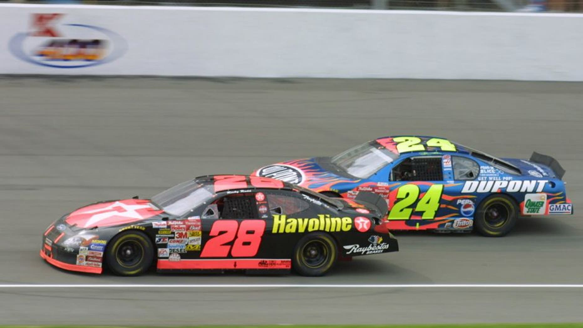 10 JUN 2001: Ricky Rudd in his #28 Texaco Havoline Ford Taurus passes Jeff Gordon only to be passed back and finish second during the NASCAR Winston Cup Series Kmart 400 at Michigan International Speedway in Brooklyn, Michigan. DIGITAL IMAGE Mandatory Credit: Robert Laberge/ALLSPORT
