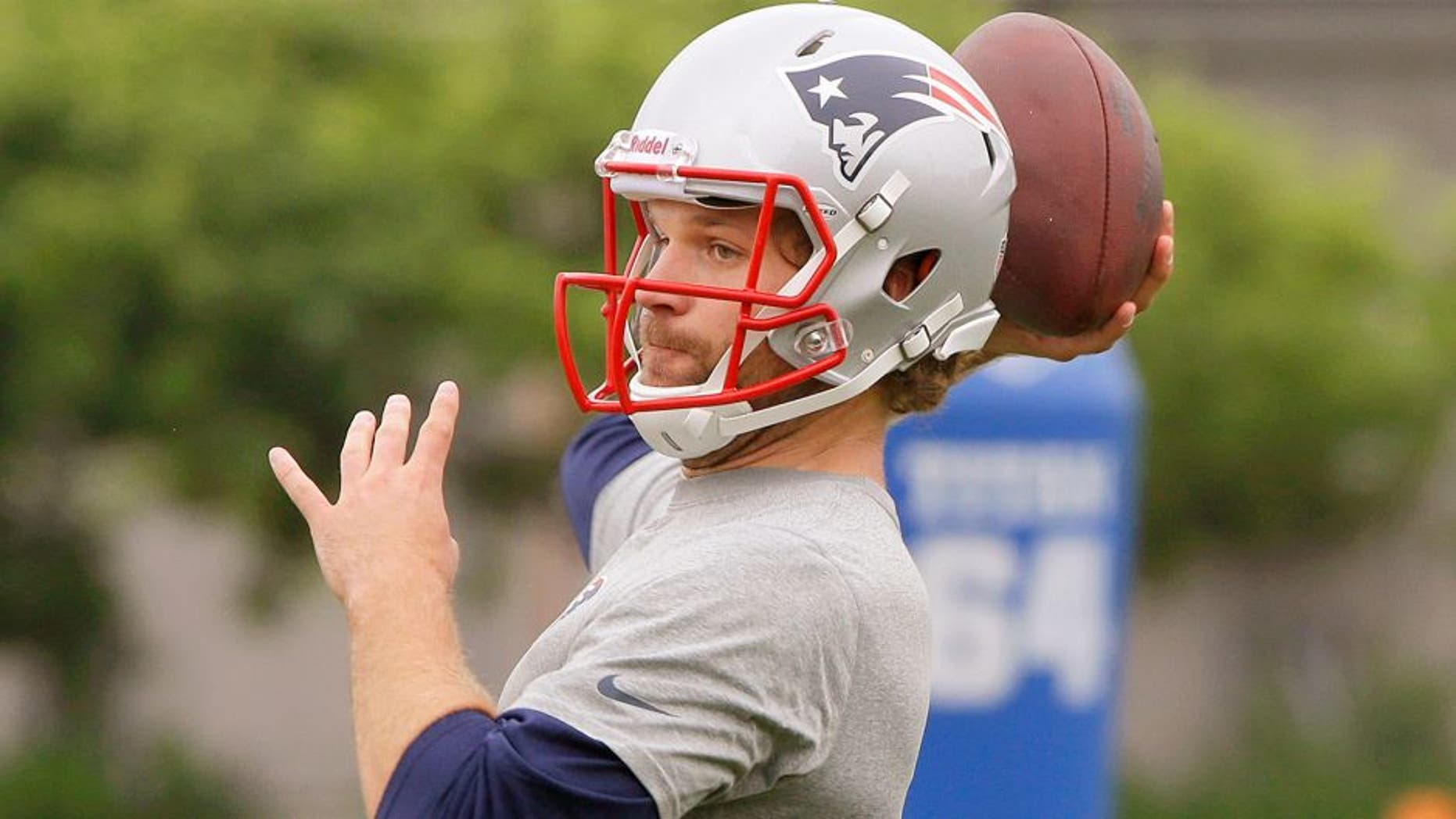 Newly acquired New England Patriots quarterback Matt Flynn (10) throws a pass during an NFL football minicamp Tuesday, June 16, 2015, in Foxborough, Mass. (AP Photo/Stephan Savoia)
