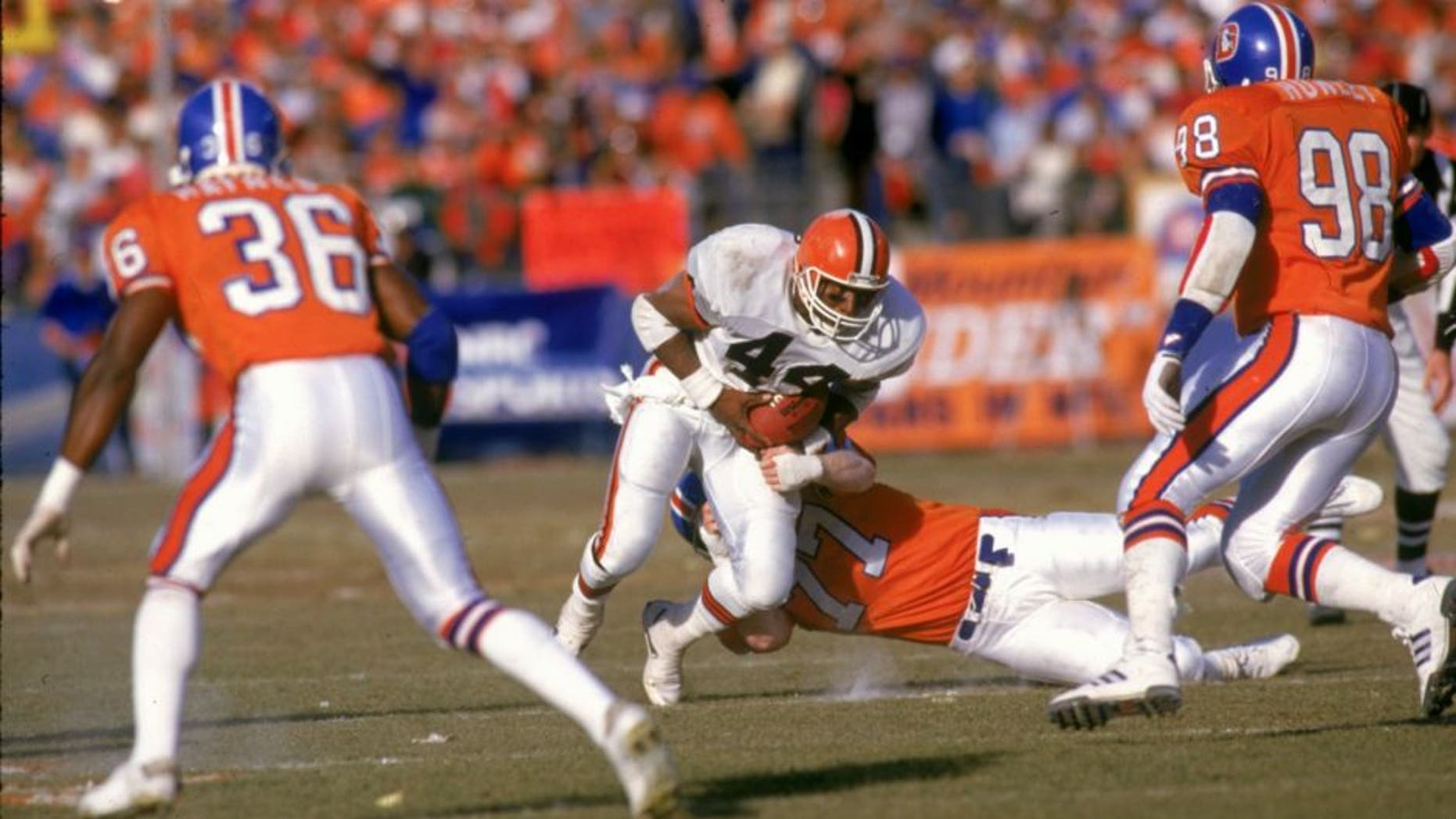 DENVER, CO - JANUARY 17: Running back Earnest Byner #44 of the Cleveland Browns runs upfield against the Denver Broncos in the 1987 AFC Championship Game at Mile High Stadium on January 17, 1988 in Denver, Colorado. The Broncos defeated the Browns 38-33. (Photo by E.L. Bakke/Getty Images)