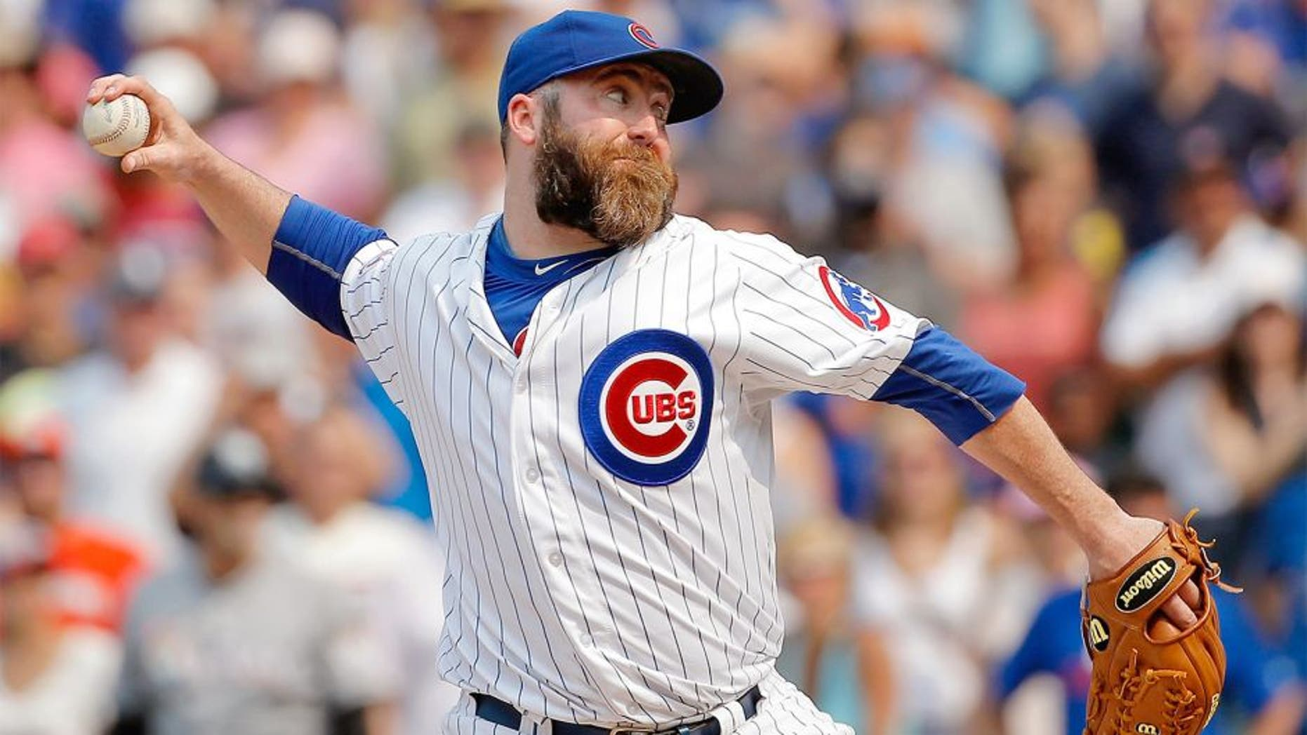 CHICAGO, IL - JULY 05: Jason Motte #30 of the Chicago Cubs pitches against the Miami Marlins during the ninth inning at Wrigley Field on July 5, 2015 in Chicago, Illinois. The Chicago Cubs won 2-0. (Photo by Jon Durr/Getty Images)