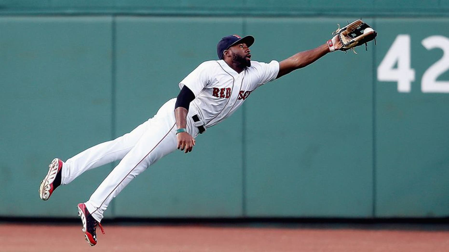 BOSTON, MA - JULY 9: Jackie Bradley Jr. #25 of the Boston Red Sox makes a catch on a ball off the bat of Tyler Flowers #21 of the Chicago White Sox in the second inning at Fenway Park on July 9, 2014 in Boston, Massachusetts. (Photo by Jim Rogash/Getty Images)