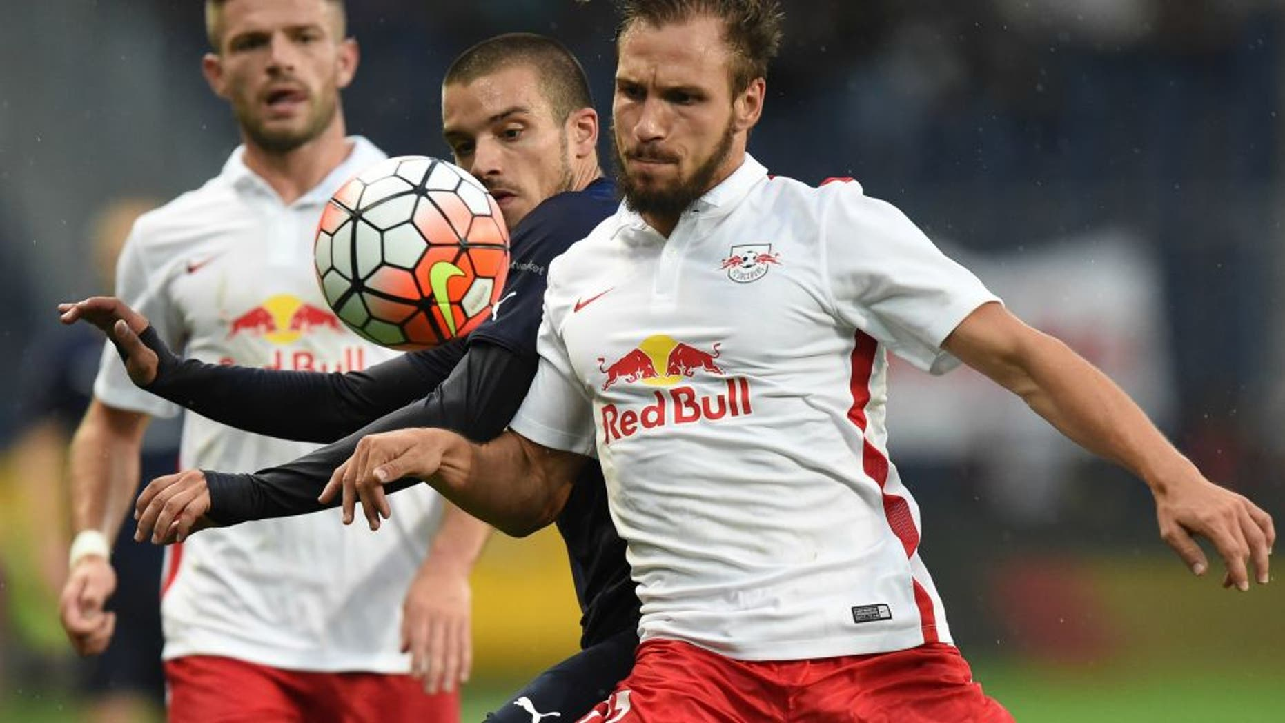 Salzburg's Andreas Ulmer (R) and Malmo's Vladimir Rodic fight for a ball during the UEFA Champions League third qualifying round first leg football match between FC Red Bull Salzburg and Malmo FF at the Red Bull Arena in Salzburg, Austria, on July 29, 2015. Salzburg won the match 2-0. AFP PHOTO / JOE KLAMAR (Photo credit should read JOE KLAMAR/AFP/Getty Images)