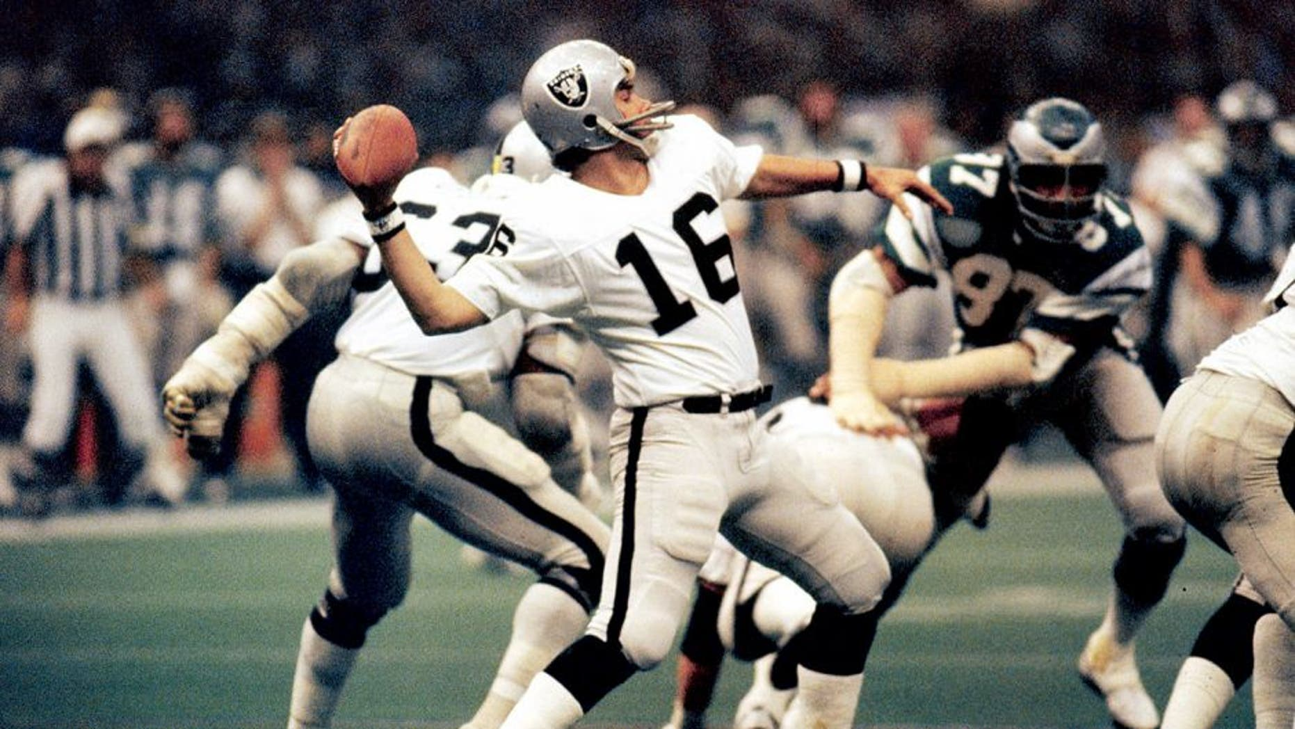 Oakland Raiders quarterback Jim Plunkett, the game's MVP, prepares to pass against the Philadelphia Eagles during the Raiders 27-10 victory in Super Bowl XV on January 25, 1981 at the Louisiana Superdome in New Orleans, Louisiana. (Photo by Sylvia Allen/Getty Images)