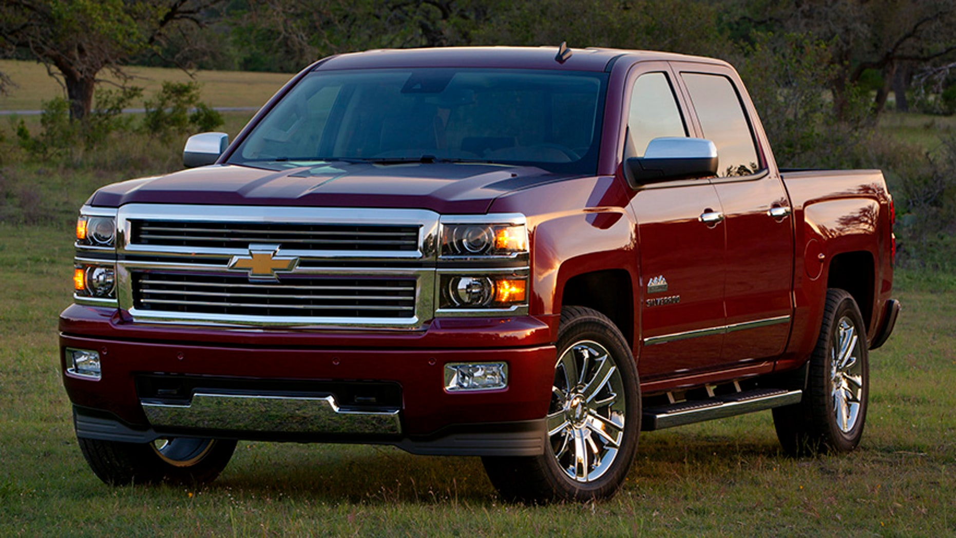 The 2014 Chevrolet Silverado High Country adds a new level of tough truck luxury to the lineup with a unique chrome grille with horizontal chrome bars, halogen projector headlamps and body-color front and rear bumpers. Unique 20-inch chrome wheels with P275/55R20 all-season tires are standard, as are chrome body side moldings, door handles and mirrors.