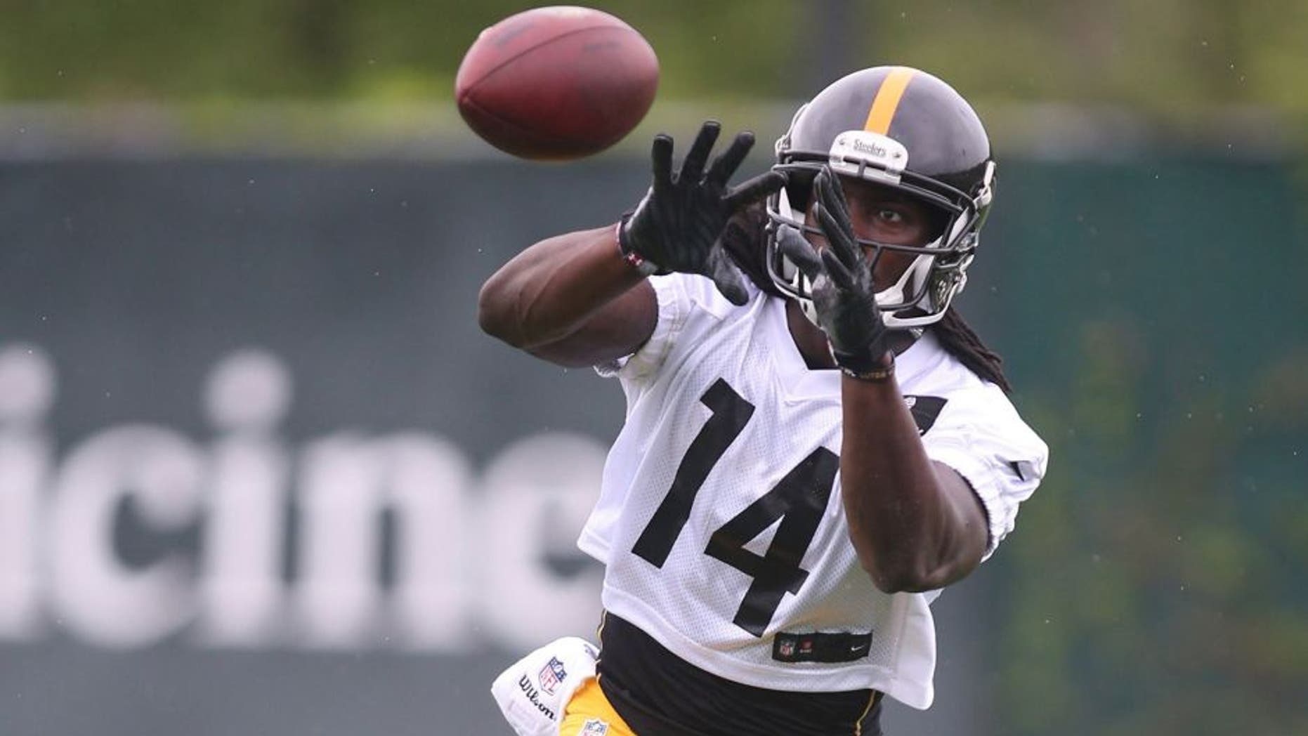 May 26, 2015; Pittsburgh, PA, USA; Pittsburgh Steelers wide receiver Sammie Coates (14) participates in OTA drills at the UPMC Sports Performance Complex. Mandatory Credit: Charles LeClaire-USA TODAY Sports