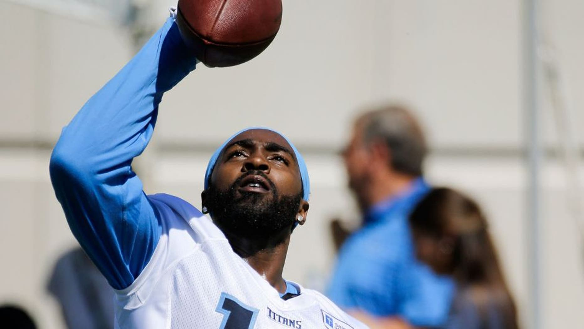 Tennessee Titans wide receiver Hakeem Nicks makes a one-handed catch during NFL football training camp Friday, July 31, 2015, in Nashville, Tenn. (AP Photo/Mark Humphrey)