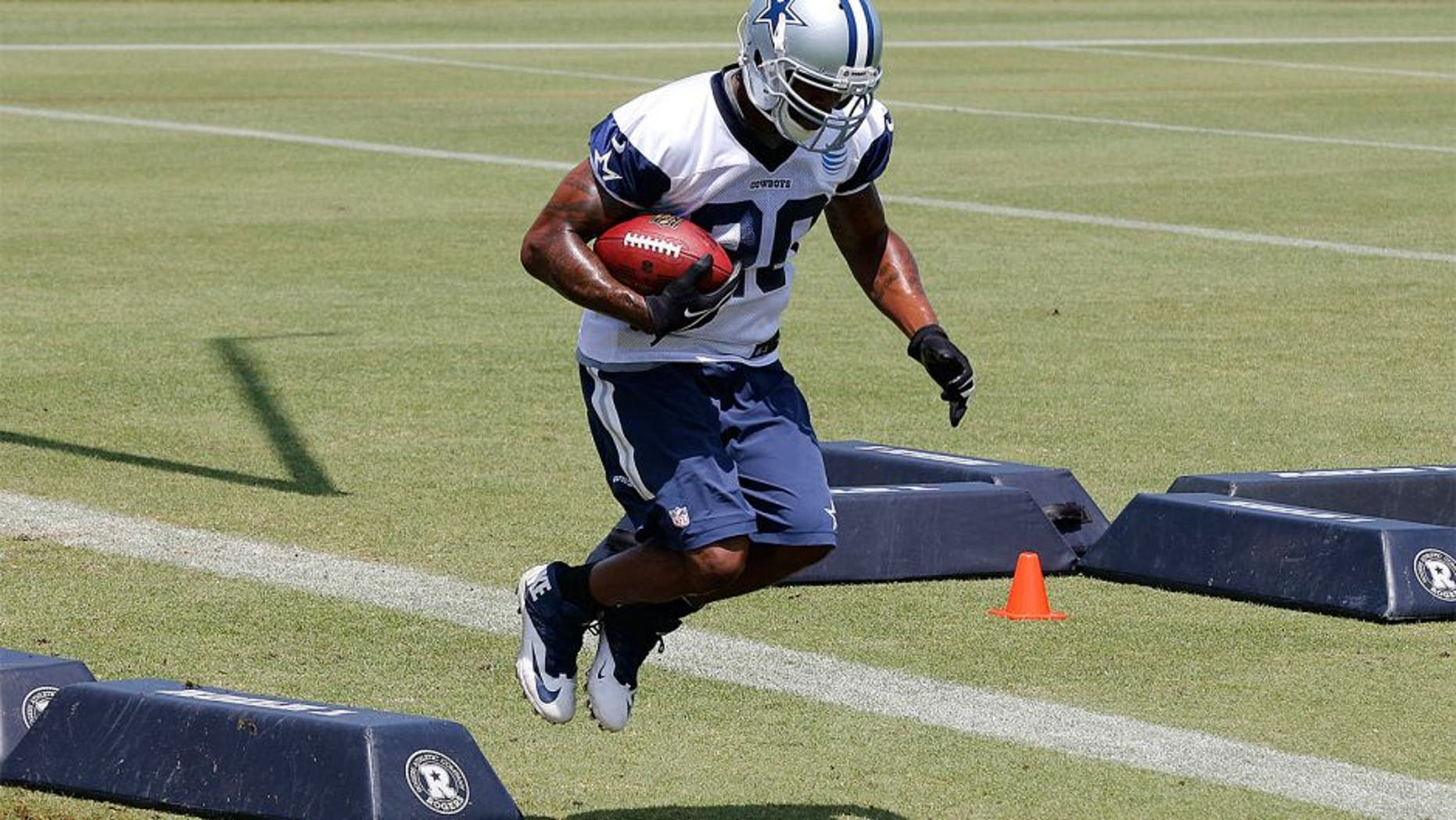 May 27, 2015; Dallas, TX, USA; Dallas Cowboys running back Darren McFadden (20) runs drills during OTAs at Dallas Cowboys Headquarters. Mandatory Credit: Matthew Emmons-USA TODAY Sports