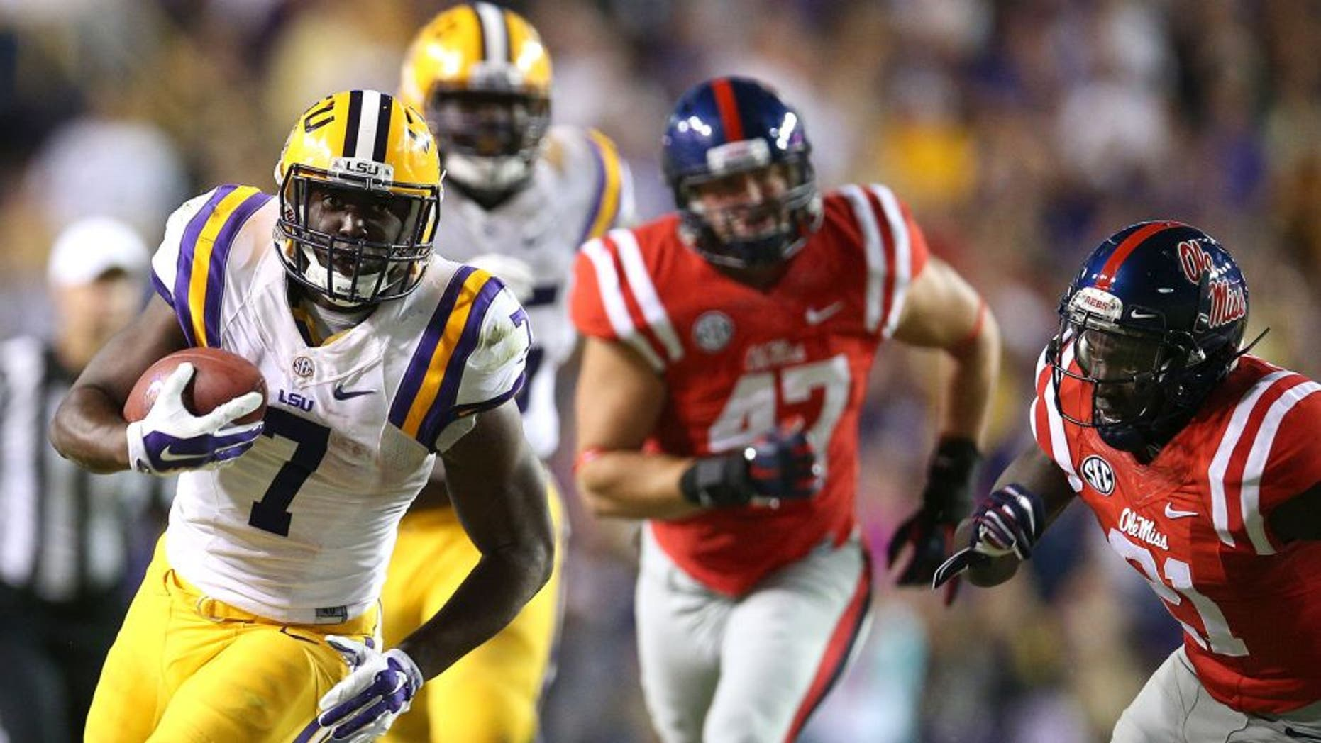 BATON ROUGE, LA - OCTOBER 25: Leonard Fournette #7 of the LSU Tigers runs the ball against the Mississippi Rebels at Tiger Stadium on October 25, 2014 in Baton Rouge, Louisiana. (Photo by Chris Graythen/Getty Images)