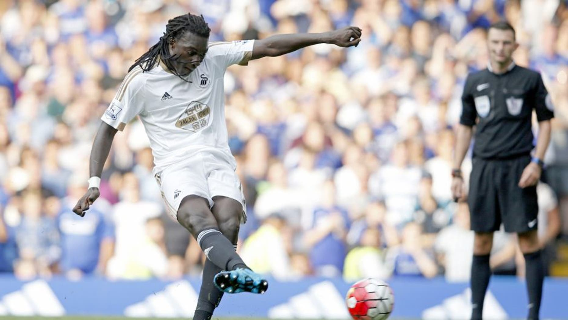 Swansea City's French striker Bafetimbi Gomis scores a second equalising goal from the penalty spot for 2-2 during the English Premier League football match between Chelsea and Swansea City at Stamford Bridge in London on August 8, 2015. AFP PHOTO / ADRIAN DENNIS RESTRICTED TO EDITORIAL USE. No use with unauthorized audio, video, data, fixture lists, club/league logos or 'live' services. Online in-match use limited to 75 images, no video emulation. No use in betting, games or single club/league/player publications. (Photo credit should read ADRIAN DENNIS/AFP/Getty Images)