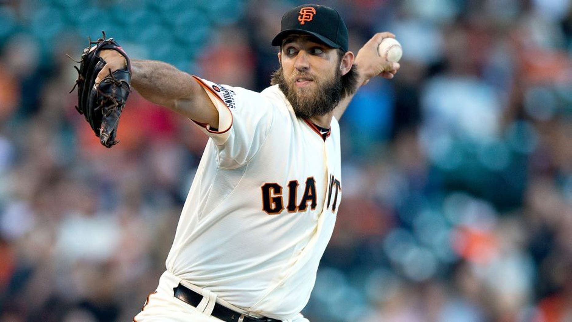 SAN FRANCISCO, CA - AUGUST 11: Madison Bumgarner #40 of the San Francisco Giants pitches against the Houston Astros during the first inning at AT&T Park on August 11, 2015 in San Francisco, California. (Photo by Jason O. Watson/Getty Images)