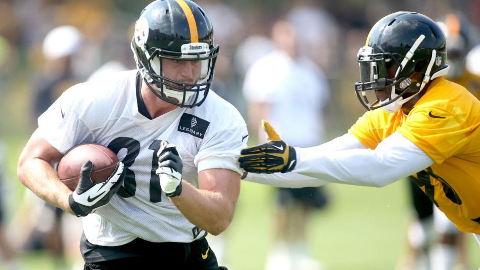 Jul 27, 2015; Latrobe, PA, USA; Pittsburgh Steelers tight end Jesse James (81) runs after a catch as inside linebacker Vince Williams (R) defends during training camp at Saint Vincent College. Mandatory Credit: Charles LeClaire-USA TODAY Sports