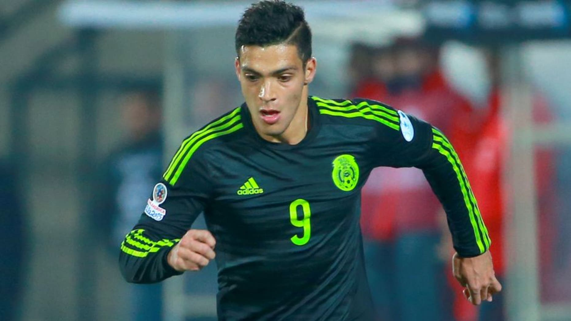 SANTIAGO, CHILE - JUNE 15: Raul Jimenez of Mexico drives the ball during the 2015 Copa America Chile Group A match between Chile and Mexico at Nacional Stadium on June 15, 2015 in Santiago, Chile. (Photo by Miguel Tovar/LatinContent/Getty Images)
